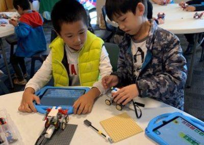 Wedo Robotics boys